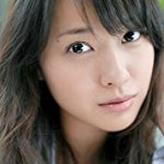 戸田恵梨香愛用コスメは、3種類の美白ケアができる美容液&植物由来のフェイスオイル